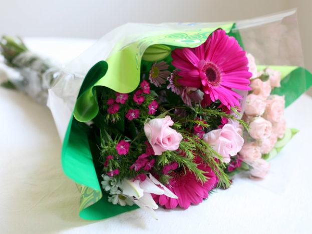 مسكات ورد عرايس جميلة بألوان مميزة صور ورد وزهور Rose Flower Images